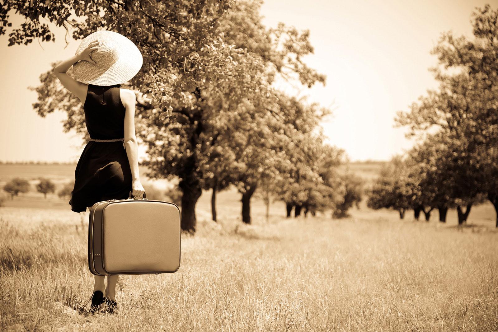 Pani z walizką w podróży